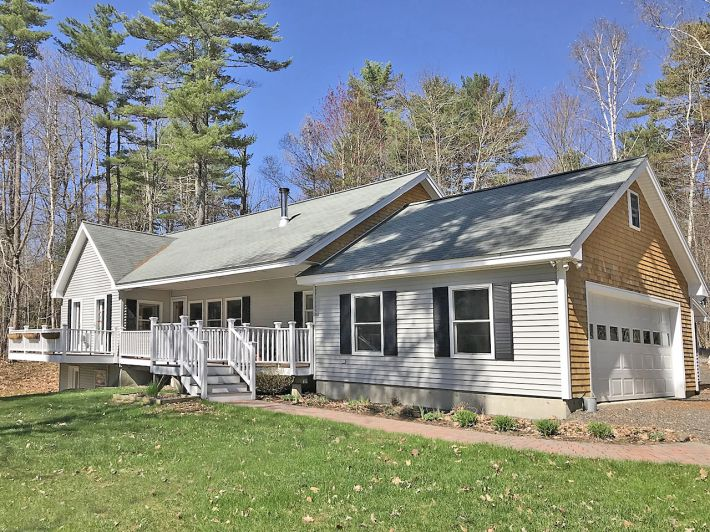 Top Drawer Ranch w/ ROW to Damariscotta Lake
